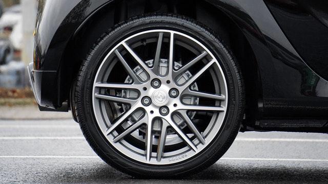 Kupowanie opon samochodowych – na co należy zwrócić uwagę